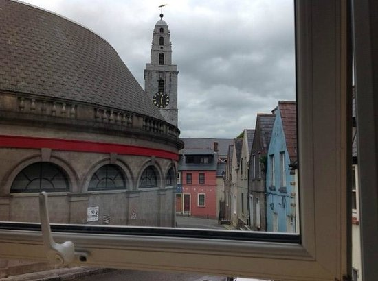 Butter Market House Bed and Breakfast: View from Room - Four Faces Church and Dance Hall
