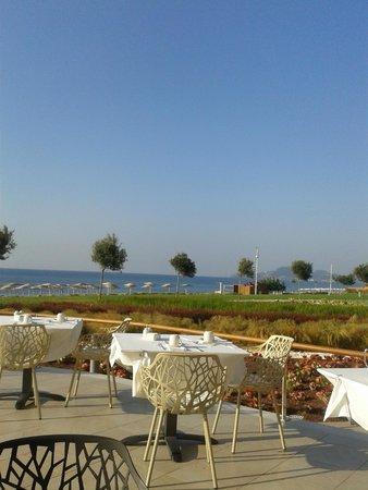 Elysium Resort & Spa: breakfast with sea view