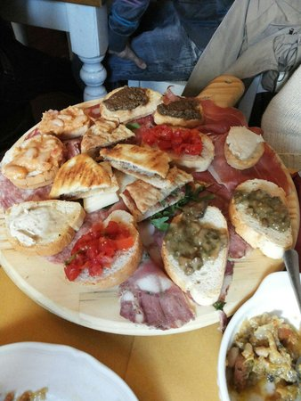 Antica Osteria di Montecarelli : E questo è solo l'antipasto... pensate il resto :)