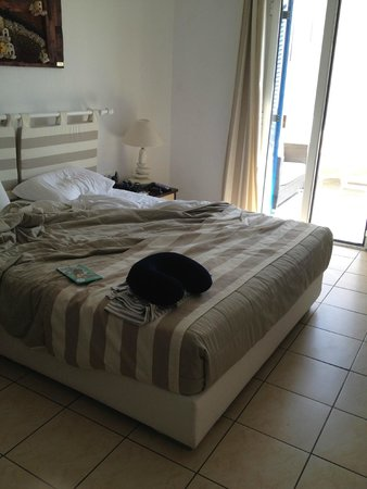Evgenia Villas & Suites: Quarto do primeiro quarto que ficamos