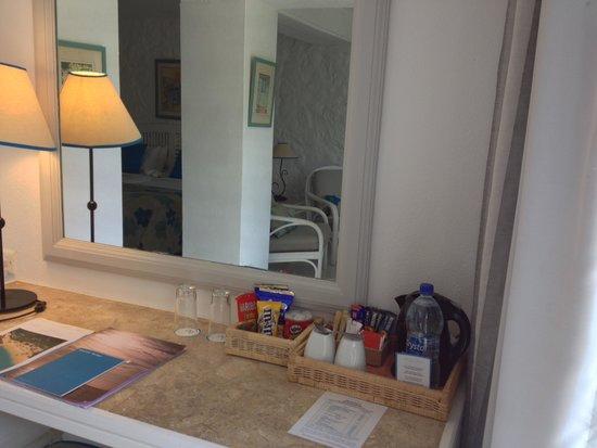 Merville Beach Hotel: tea/coffee facilities