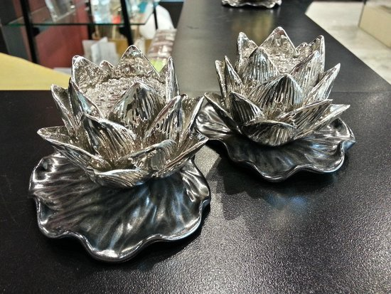 """CentralWorld : Really fabulous """"lotus"""" candle / incense holders"""