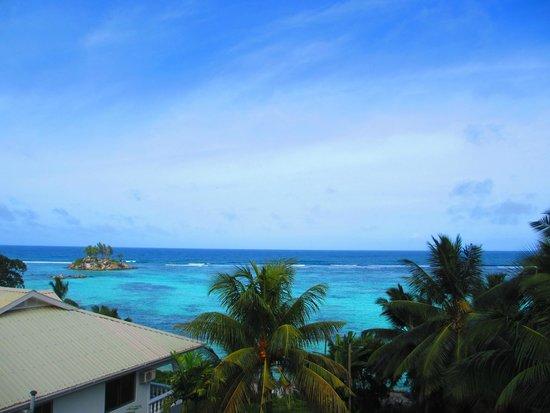 Au Fond de Mer View: Strand vor dem Hotel