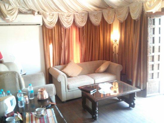 Fort JadhavGADH : Museum Suite Living room