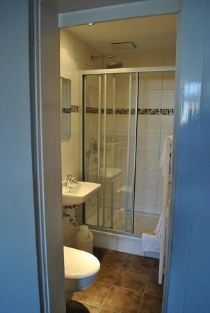 Hotel Garni Am Kornmarkt: Dusche & WC