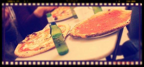 L'Antica Pizzeria da Michele: margherita.. marinara.. e birra! ma e bontà....