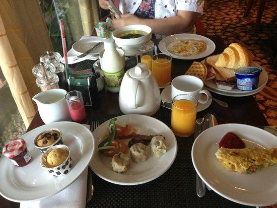 Le Meridien Kota Kinabalu: 種類は豊富な朝食