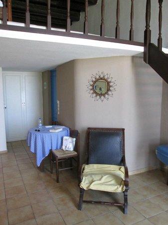 Delfini Hotel: Camera zona giorno