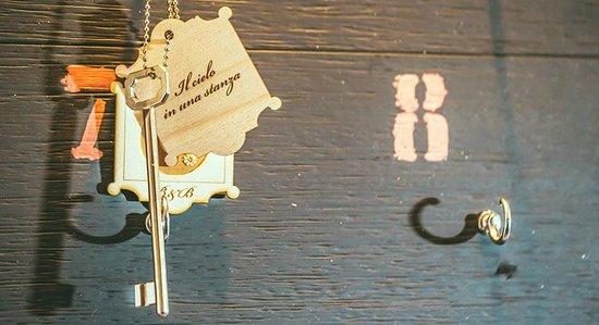 Camera il cielo in una stanza dettaglio chiave photo for Il cielo nella stanza testo