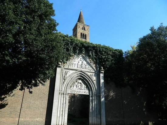 Basilica di S. Giovanni Evangelista : Вход