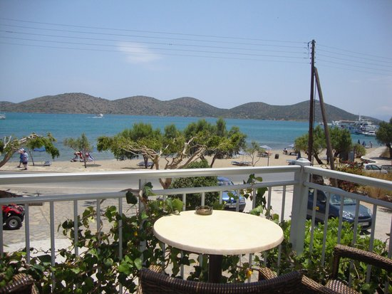 Manos Apartments: View from the Manos bar