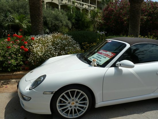 Aquila Rithymna Beach Hotel : Boo's car outside the hotel