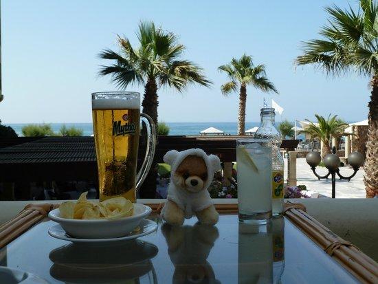 Aquila Rithymna Beach Hotel : Boo does lunch