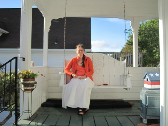 Gardiner, Oregón: Front porch with swing - a great place to relax