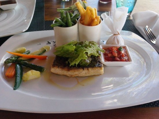 Sugar Beach Golf & Spa Resort: Ombrina con verdure al Tides