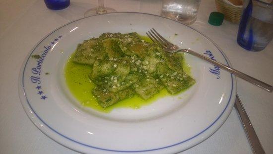 Il Porticciolo: Testaroli (local pasta) with pesto