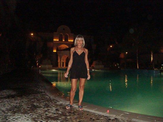 Napa Plaza Hotel: У бассейна вечером