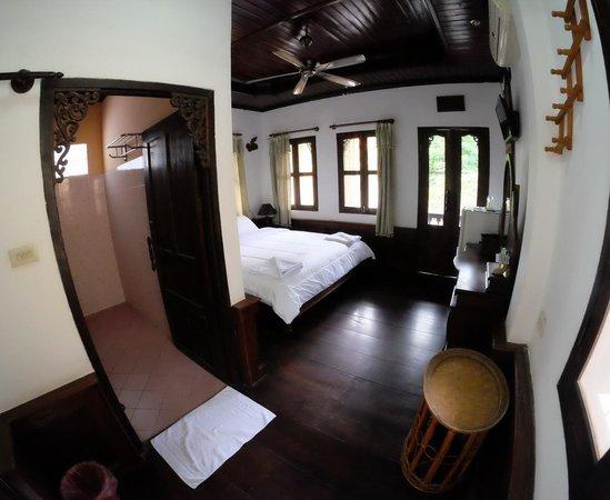 Khem Khong: Large room
