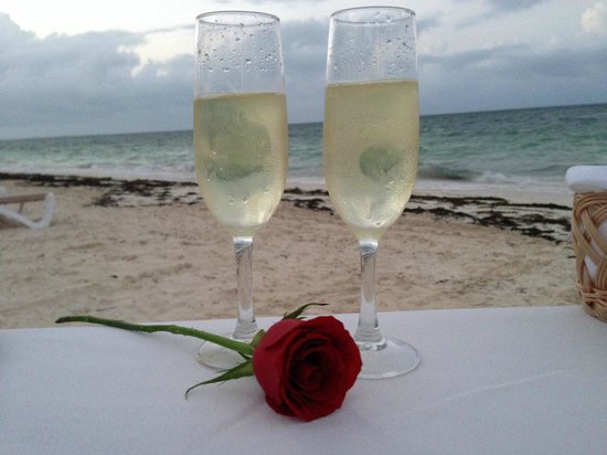 Excellence Playa Mujeres: Dinner on the Beach