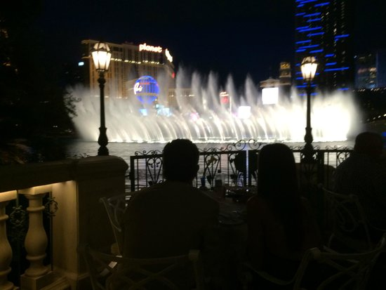 Prime Steakhouse : Fountains of Bellagio. Stunning and very romantic.