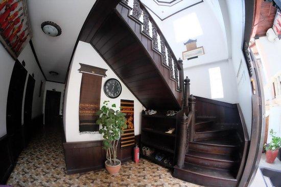 Khem Khong: Hallway