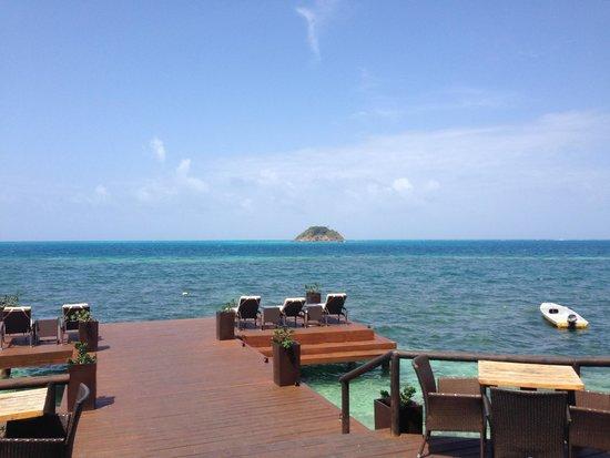 Deep Blue Restaurant : Muelle del hotel y restaurante