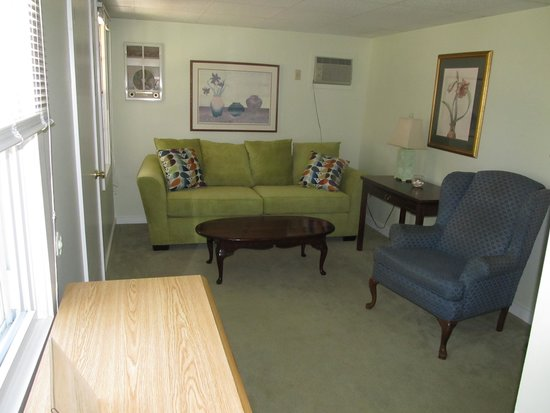 Seahorse Resort : A1 Cottage: Two Bedroom, Kitchen and Screened Porch overlooking lush surroundings!