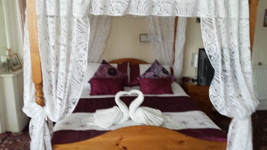 Knighton Lodge: Four poster bed