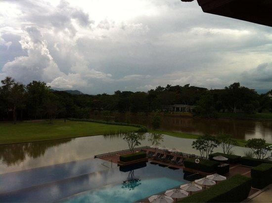Le Meridien Chiang Rai Resort : Uitzicht vanaf balkon op het zwembad en rivier