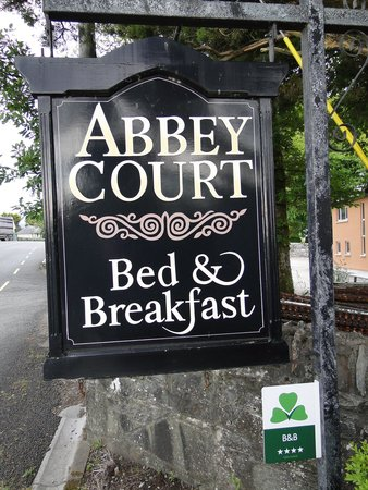 Abbey Court B&B: Well denoted sign