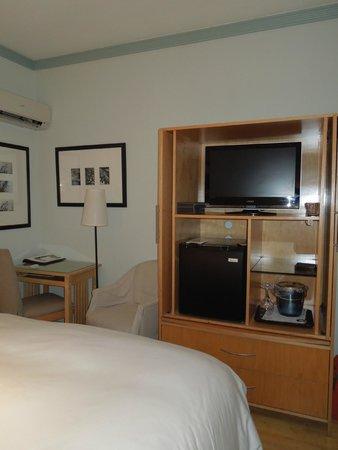 Cadet Hotel: Quarto
