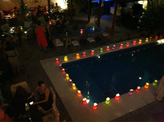 Villa Mercedes Petit Hotel: Alberca durante un evento privado.... linda!!