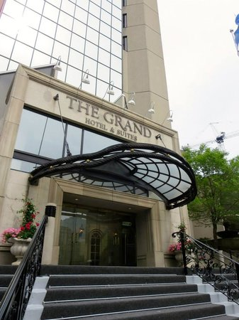 Grand Hotel Toronto : Just over from Yonge Street, the front of the Grand was always a welcome sight after a stroll in