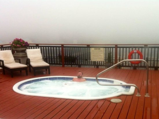 Grand Hotel Toronto : The fog rolled in from Lake Eyrie one day and we luxuriated in one of the the splendid hot tubs