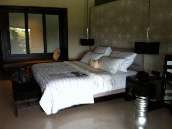 Le Meridien Chiang Rai Resort: De luxe kamer met een heerlijk bed
