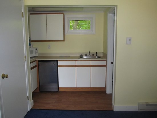 Seahorse Resort: Efficiency with mini fridge, stove top, microwave, toaster - what more do you need!