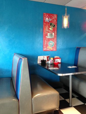 Best Western Plus Portsmouth Hotel & Suites: Inside decor of the diner