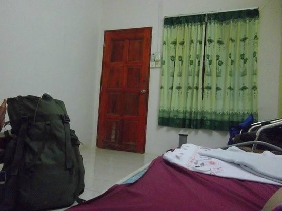 Yellow Guest House : chambre