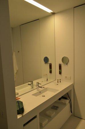 Renaissance Barcelona Fira Hotel: Bathroom