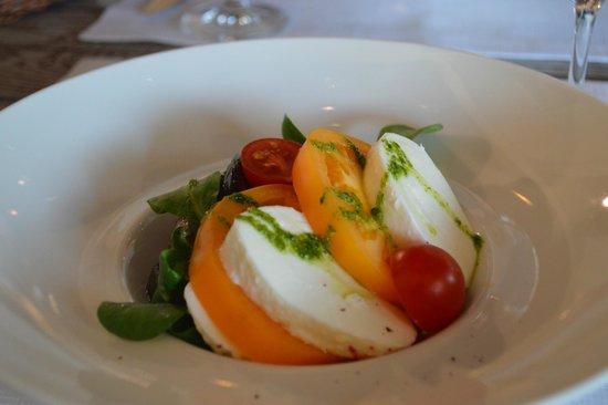 International: Прекраснейший салат с маринованными овощами и свежайшей моцареллой