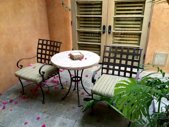 Royal Palms Resort and Spa: Room courtyard