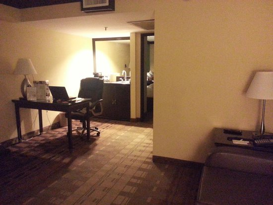 Crowne Plaza Suites Houston - Near Sugar Land: The Sitting Room
