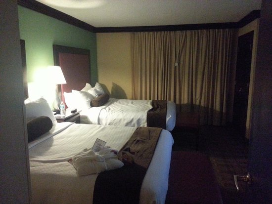 Crowne Plaza Suites Houston - Near Sugar Land: The Bedroom