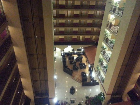 Crowne Plaza Suites Houston - Near Sugar Land: The Atrium