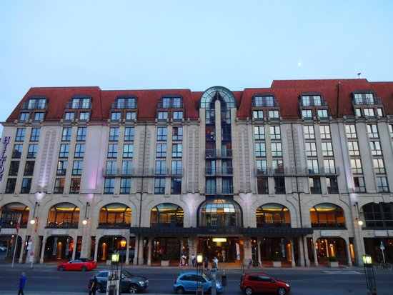 Hilton Berlin: Hotel at sunset