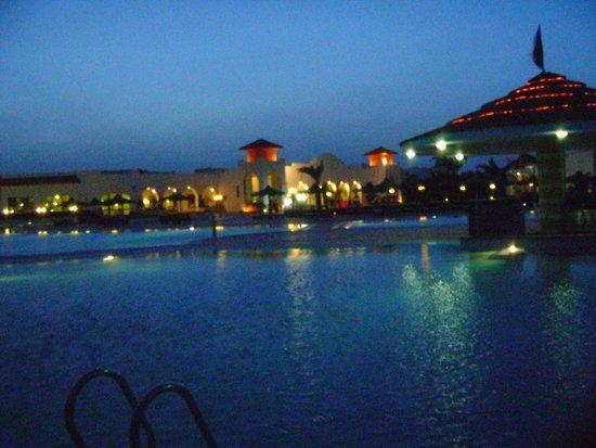 Fantazia Resort : vista ristorante/hotel dalla piscina