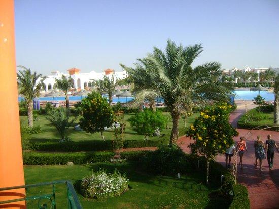 Fantazia Resort : giardini e piscina