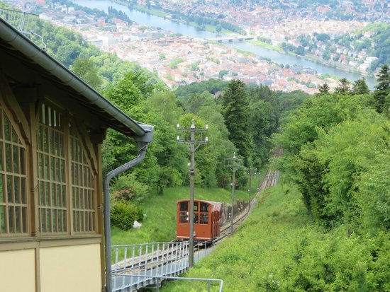 Heidelberg, Tyskland: Car approaching the top station