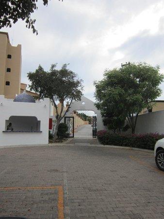 Pueblo Bonito Los Cabos: Back gate - easy street access to restaurants