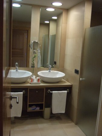 Roca Nivaria GH - Adrian Hoteles : Bathroom room 551